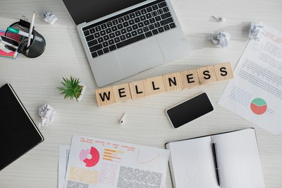 Well-being monitoring at the workplace